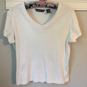 4/$15👀Eddie Bauer cotton V-neck white T-shirt